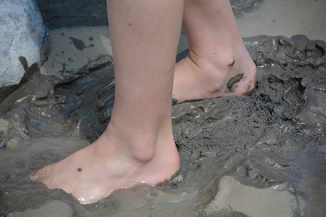 toes in the mud
